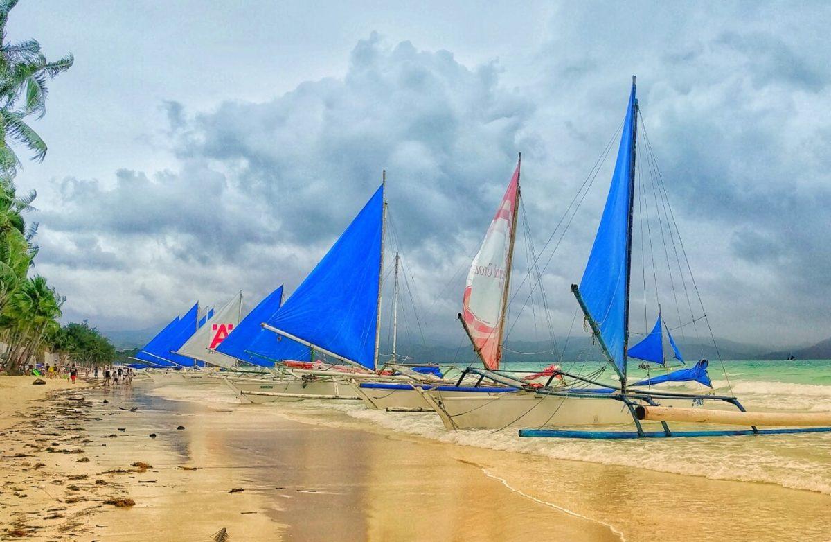Experience Sailing Boracay Philippines